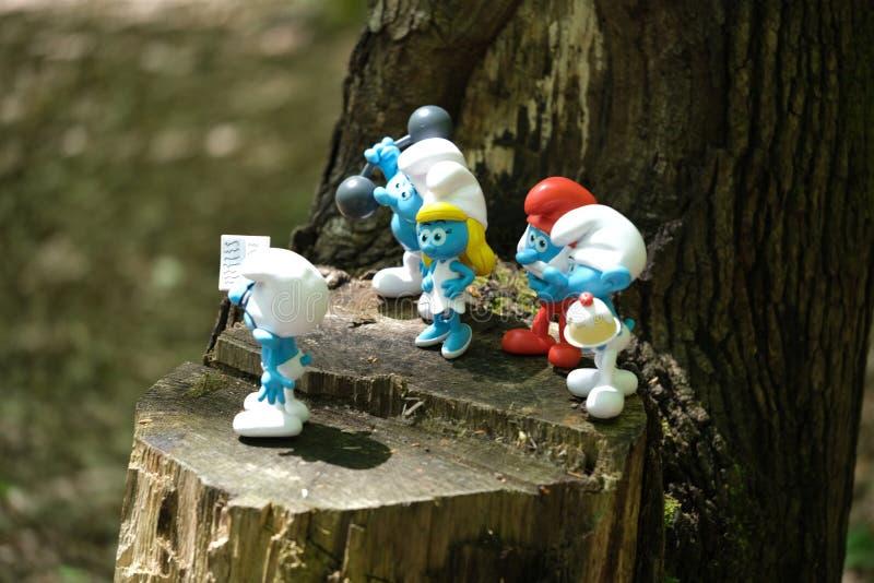 Het stuk speelgoed van de Smurfspret dwergen Karakters, beeldje royalty-vrije stock foto's