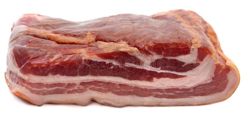Het stuk van vlees gerookt bacon isoleerde witte achtergrond. royalty-vrije stock afbeelding