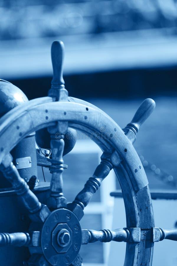 Het stuurwiel van de boot stock afbeelding