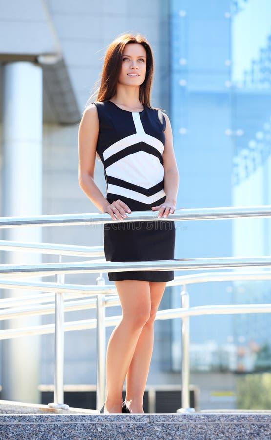 Download Het Succesvolle Bedrijfsvrouw Glimlachen Stock Foto - Afbeelding bestaande uit businesswoman, knap: 39110788
