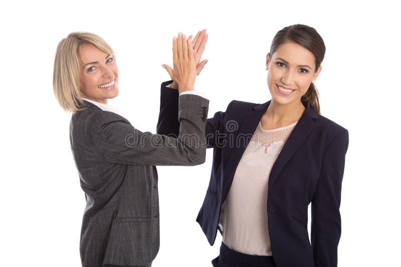 Het succesvolle vieren en geïsoleerde onderneemster het schudden handen stock afbeelding