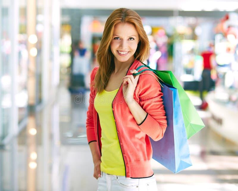 Het succesvolle winkelen stock afbeeldingen