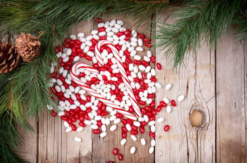 Het suikergoed van Kerstmis op houten achtergrond stock fotografie
