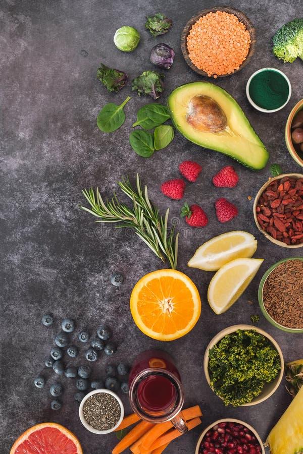 Het super Voedsel maakt het eten en het op dieet zijn concept schoon stock foto's
