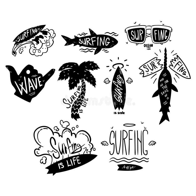Het surfen de embleemreeks, windsurfing motievencitaten, hand getrokken ontwerpelementa kan voor brandingsclub, winkel, kleren wo royalty-vrije illustratie