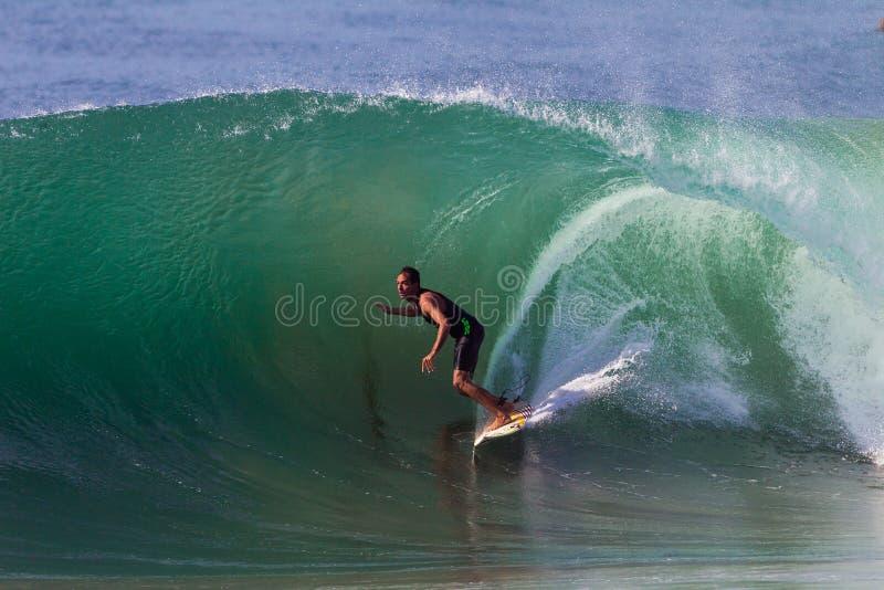 Het surfen de Golf van de Ruiter van de Nadruk stock foto