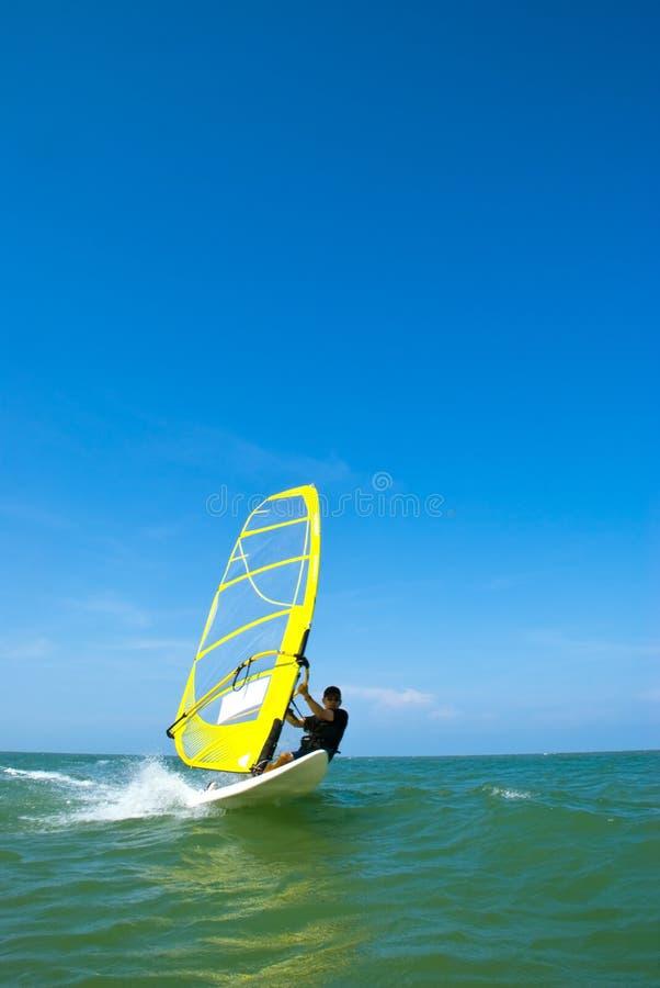 Het surfen van de wind stock fotografie