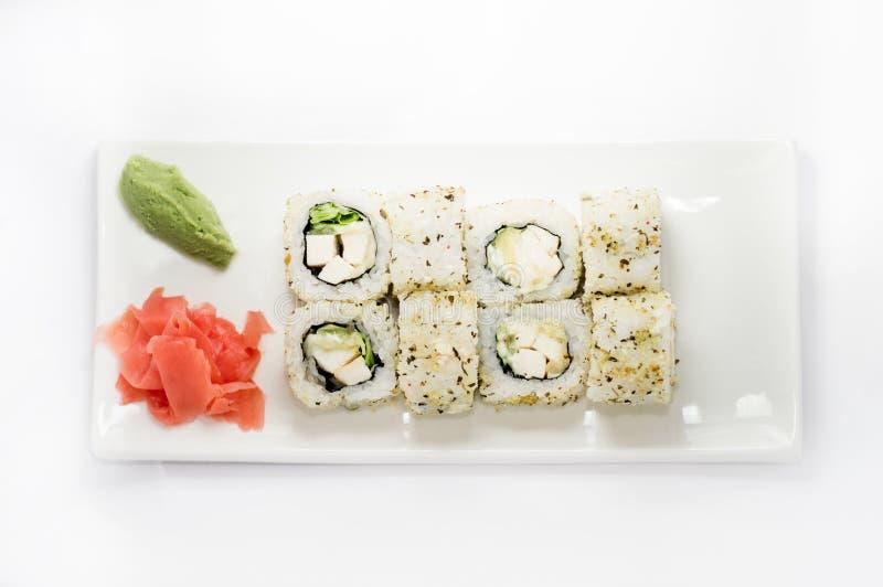 Het sushibroodje platted op een witte plaat stock foto