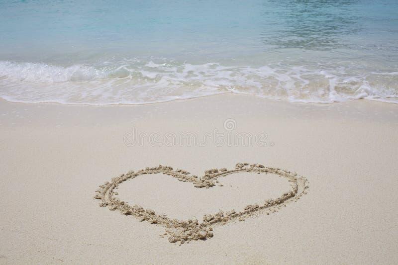 Het Symbool van het hart op zandstrand royalty-vrije stock foto