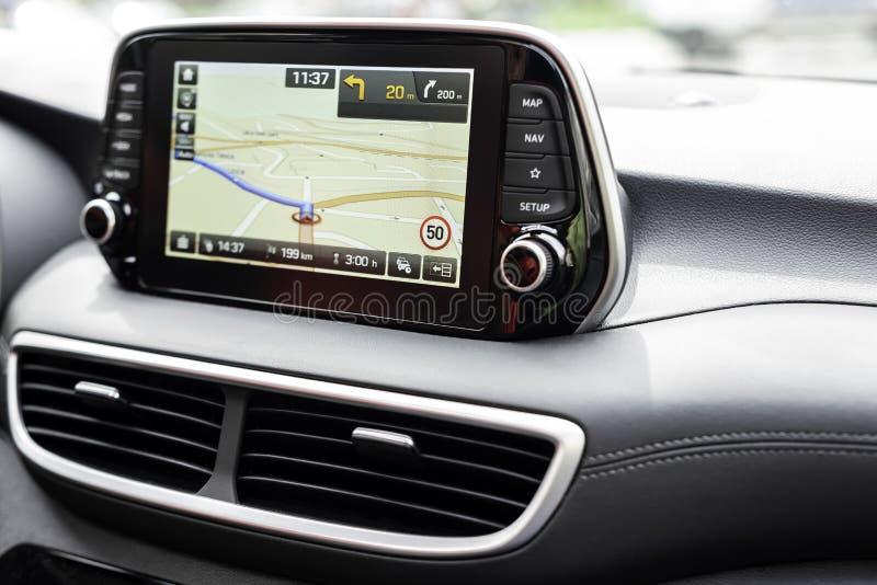 Het systeem dichte omhooggaand van de voertuig moderne navigatie stock foto's