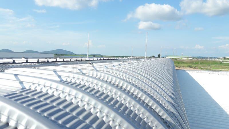 Het systeem van de bliksembescherming installeert met aluminiumkabel en aluminiumbliksemafleider royalty-vrije stock afbeelding