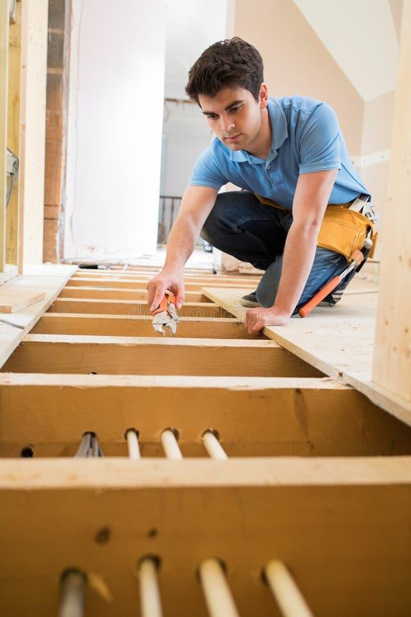 Het Systeem van Fitting Central Heating van de leerlingsloodgieter binnenshuis royalty-vrije stock fotografie