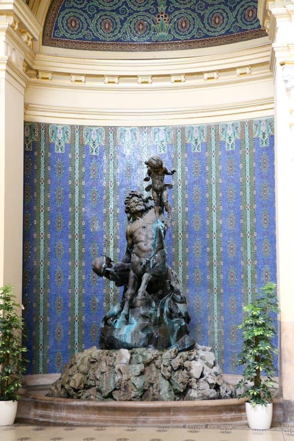 Is het Szechenyi Geneeskrachtige Bad in Boedapest, Hongarije, het grootste geneeskrachtige bad in Europa royalty-vrije stock afbeelding