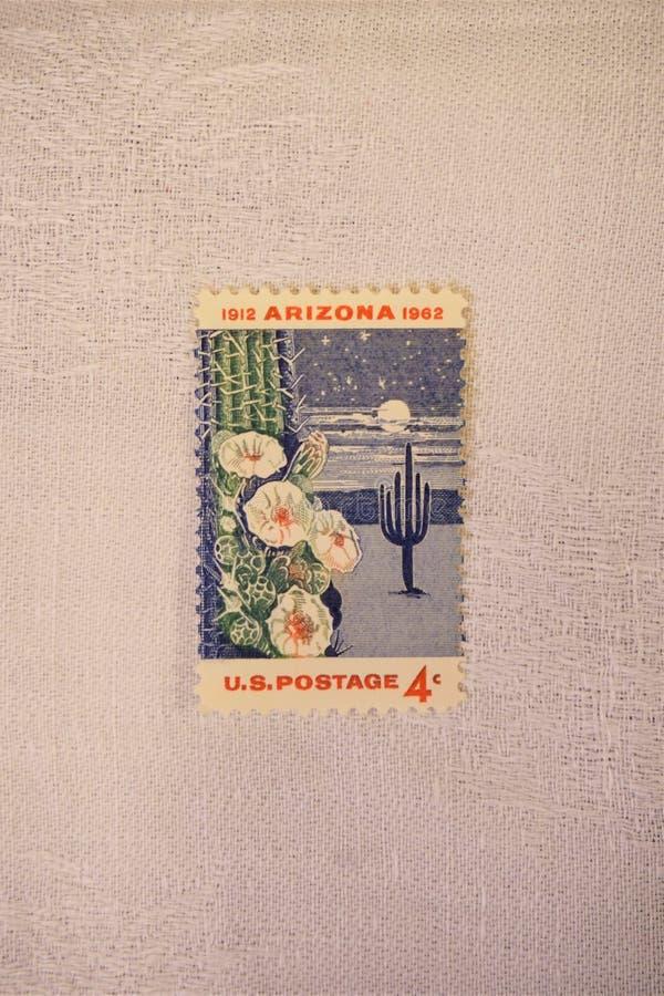 Het tafelkleed van het Beetledlinnen steunt de zegel van de 4 centv.s. royalty-vrije stock foto's
