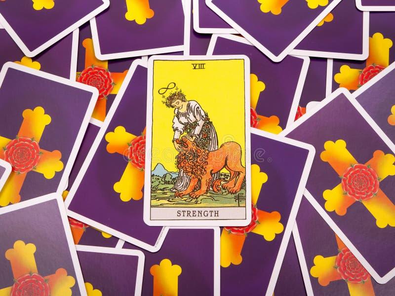 Het Tarot van tarotkaarten, de sterktekaart royalty-vrije stock afbeelding