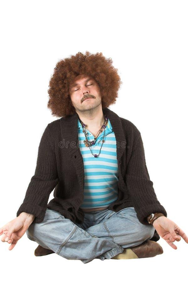 Het te zware hippie mediteren royalty-vrije stock fotografie