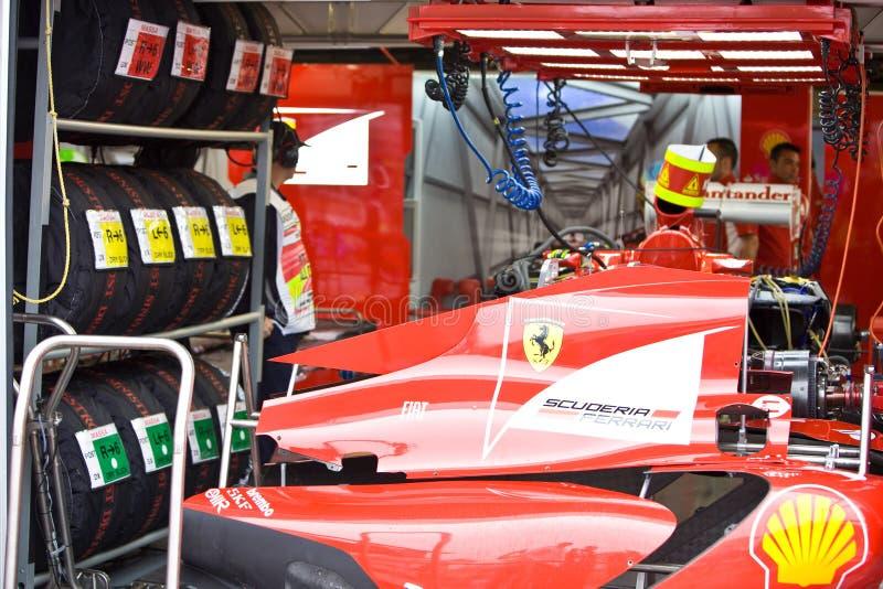 Het Team dat van Ferrari de auto van Felipe voorbereidt Massaâs