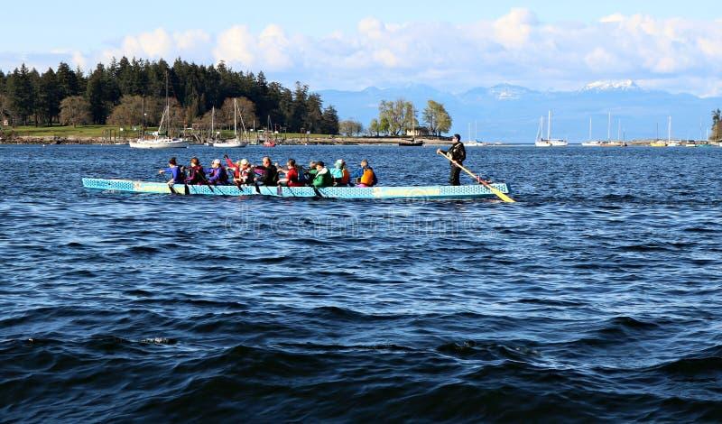Het team van de draakboot bij praktijk voor Nanaimo-ras in 2019 stock afbeelding