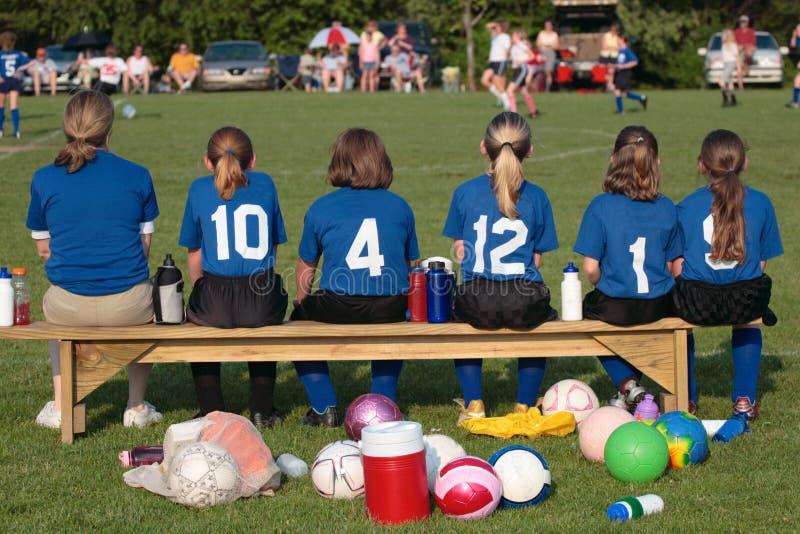 Het Team van het voetbal op Sidelines 3 stock fotografie
