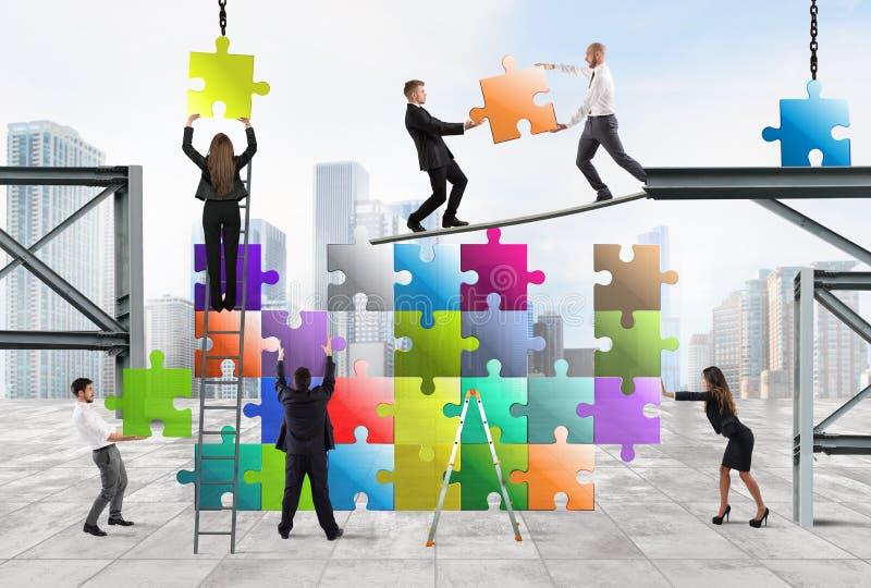 Het team van zakenlui bouwt een nieuw bedrijf stock fotografie
