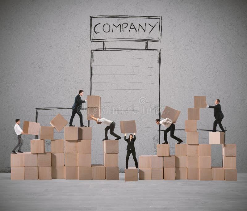 Het team van zakenlui bouwt een nieuw bedrijf stock foto's