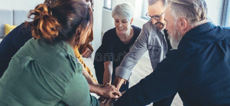 Het teamwerk en samenwerking stock foto