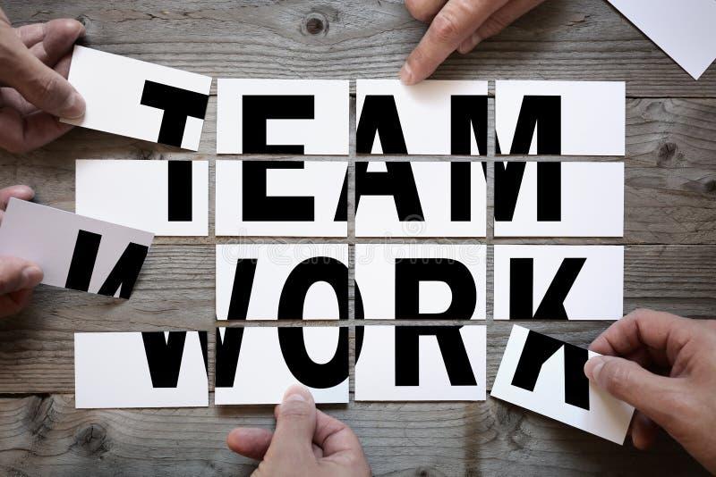 Het het teamwerk van de bedrijfsgroepswerkspelling stock foto