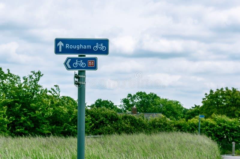 Het teken die richtingen, de steeg van Rougham en van de cyclus tonen, begraaft St Edmunds, het UK royalty-vrije stock afbeelding