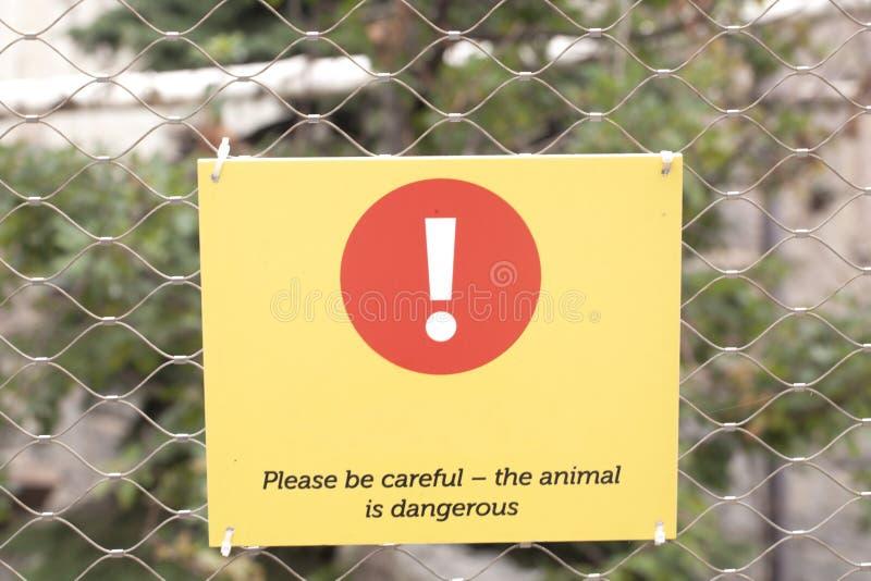 Het teken gevaarlijk dier van het waarschuwingswild stock foto