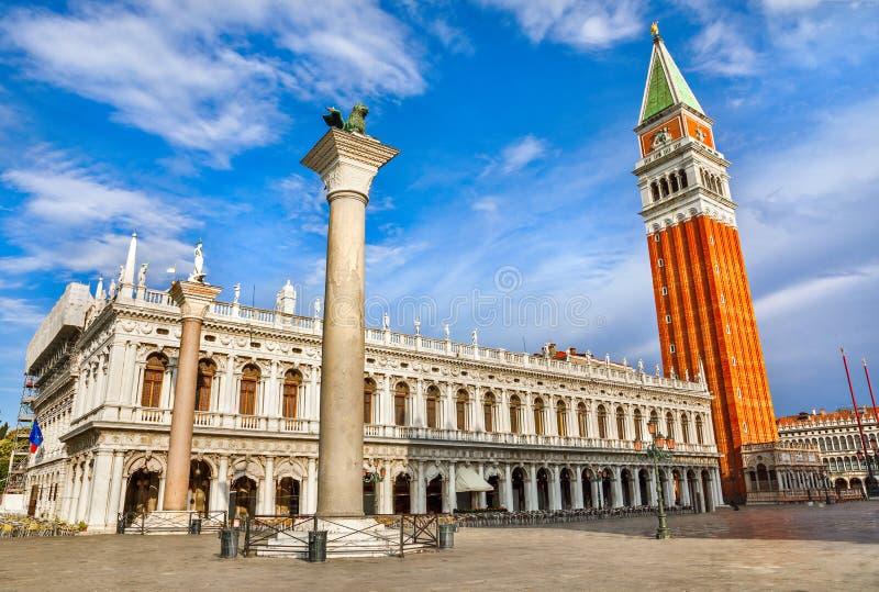 Het Teken` s vierkante St Campanile Venetië Italië van heilige stock afbeeldingen