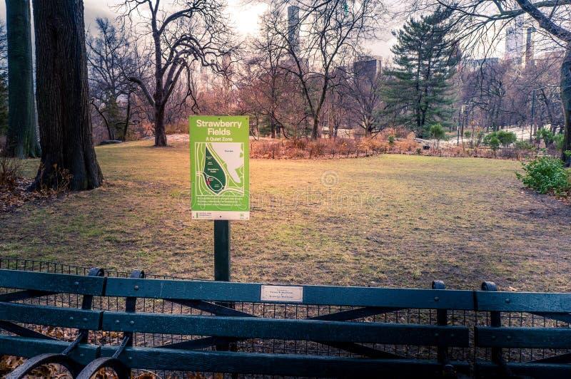 Het teken van het aardbeigebied, Central Park, Manhattan, New York, de V.S. royalty-vrije stock foto