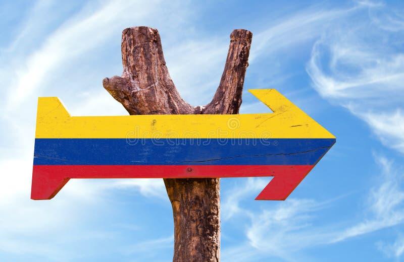 Het teken van Colombia met hemelachtergrond stock foto's