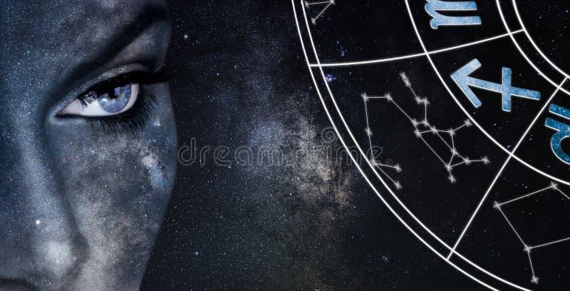 Het teken van de Boogschutterhoroscoop De achtergrond van de de nachthemel van astrologievrouwen royalty-vrije stock fotografie