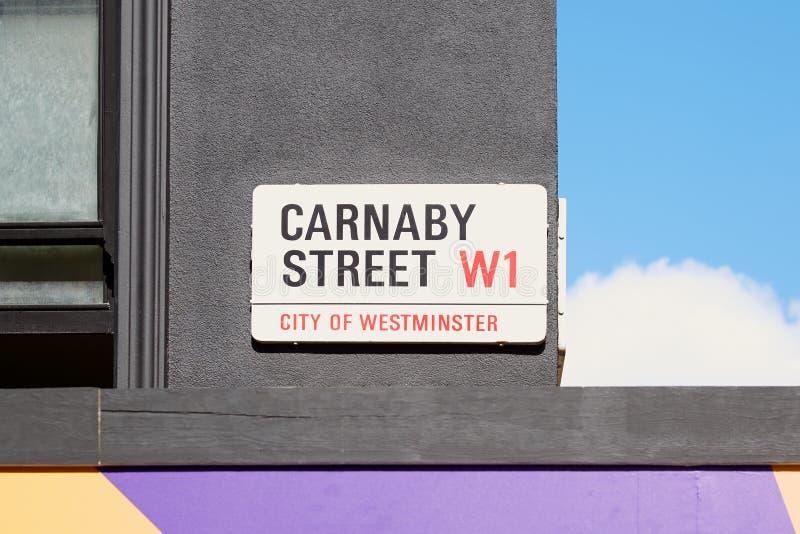 Het teken van de Carnabystraat, beroemde het winkelen straat in Londen stock fotografie