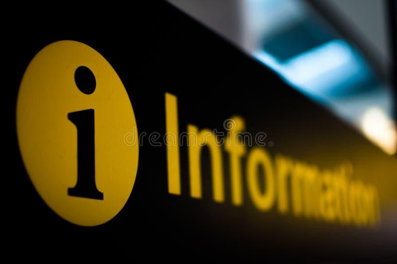 Het teken van de informatie bij luchthaven royalty-vrije stock afbeeldingen