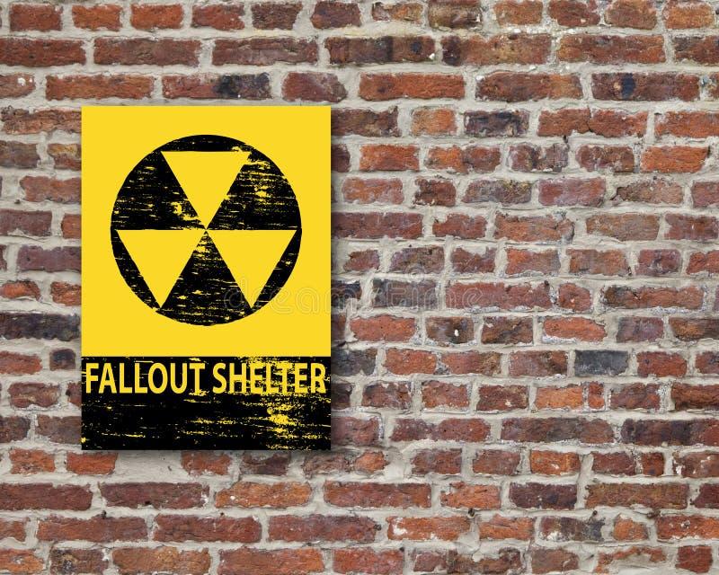 Het Teken van de radioactieve neerslagschuilplaats op Muur stock afbeeldingen