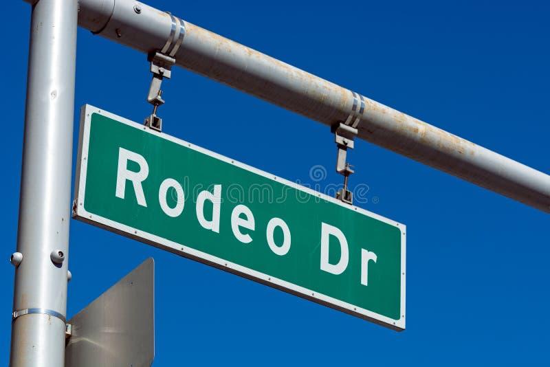 Het teken van de rodeoaandrijving in Beverly Hills California stock afbeeldingen