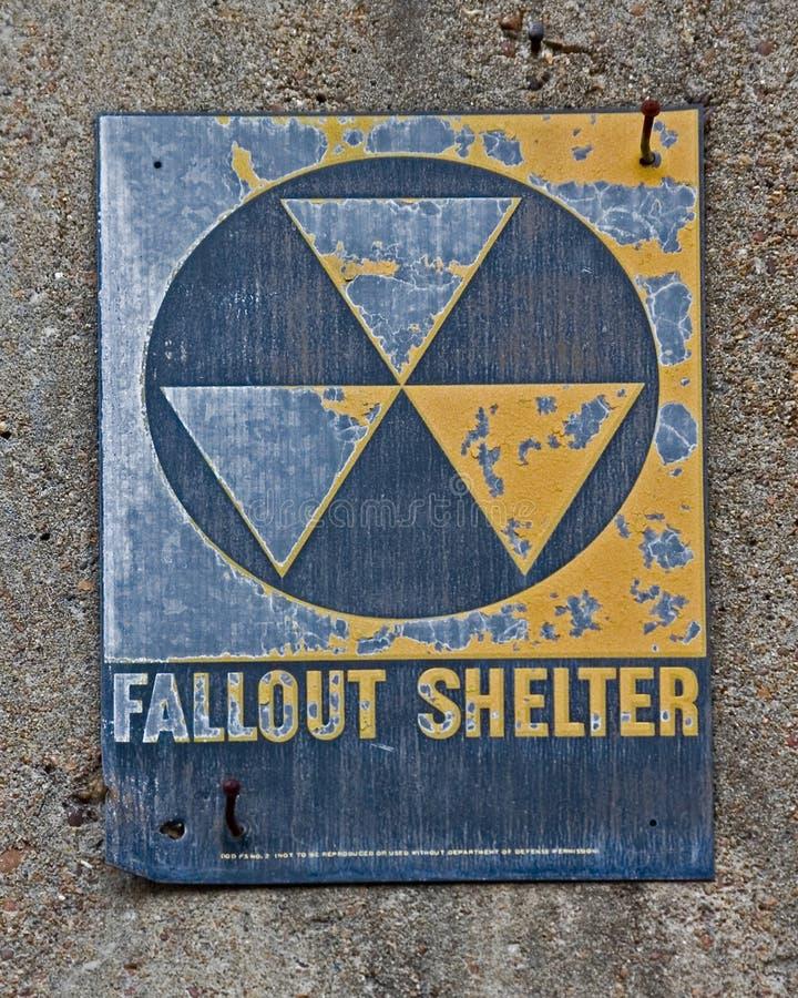 Het Teken van de Schuilplaats van de radioactieve neerslag stock fotografie