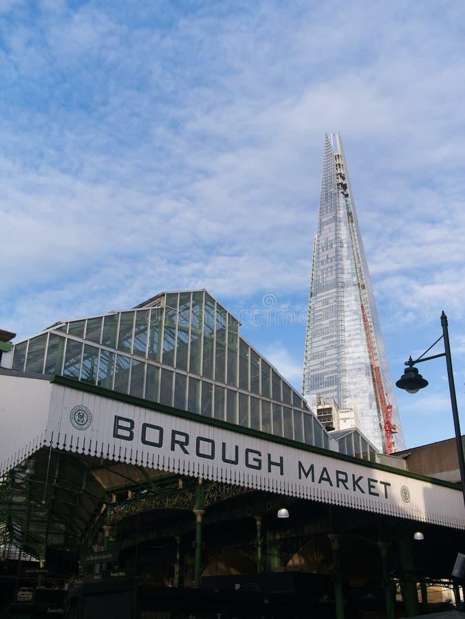 Het teken van de stadsmarkt en de Scherf stock fotografie