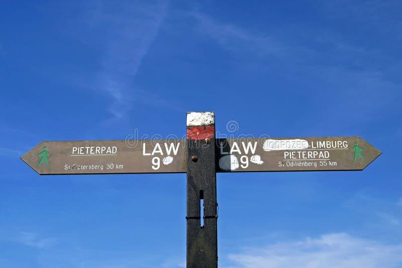 Het teken van de stillevenrichting van Pieterpad-het lopen route stock fotografie