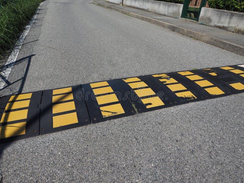 het teken van de verkeersdrempelbult stock foto