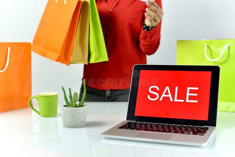 Het teken van de verkoopbevordering, Online het winkelen korting, Ondernemer en e-businesshandel royalty-vrije stock afbeelding