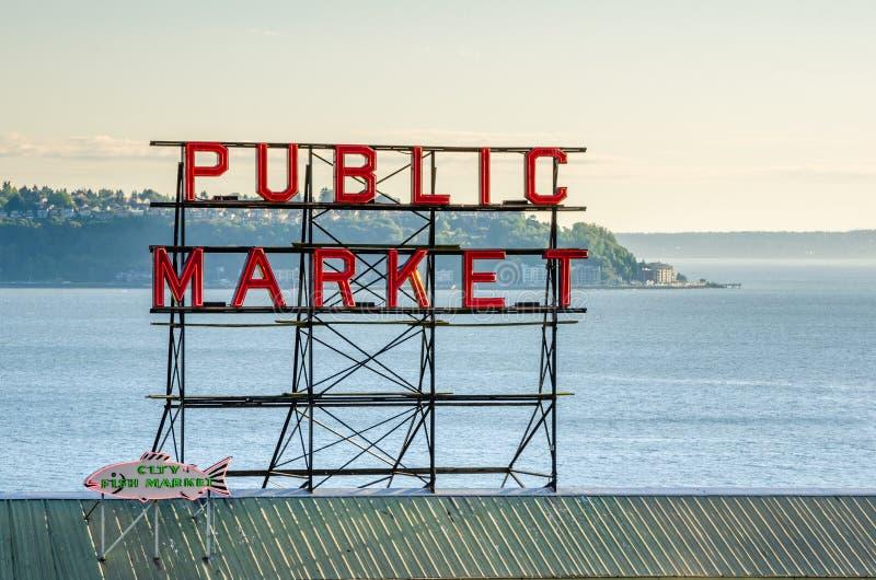 Het Teken van het de Marktneon van de snoekenplaats bij Zonsondergang royalty-vrije stock afbeelding