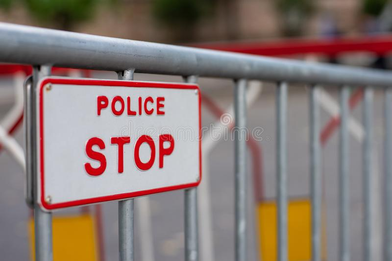 Het Teken van het politieeinde op Omheining royalty-vrije stock afbeelding