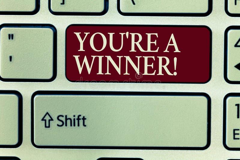 Het tekstteken die u tonen aangaande is een Winnaar Het conceptuele foto Winnen als 1st plaats of kampioen in de concurrentie royalty-vrije illustratie