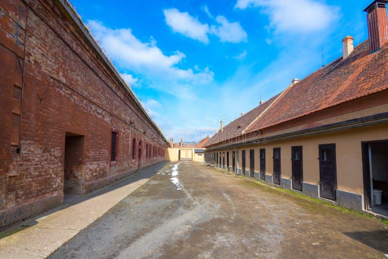 Het Terezin-Gedenkteken was een middeleeuwse militaire vesting die als concentratiekamp in WW werd gebruikt stock fotografie