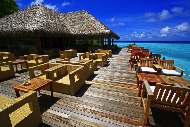 Het terras de Maldiven van de strandbar stock afbeelding