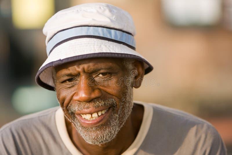 Het teruggetrokken Glimlachen van de Mens royalty-vrije stock foto's