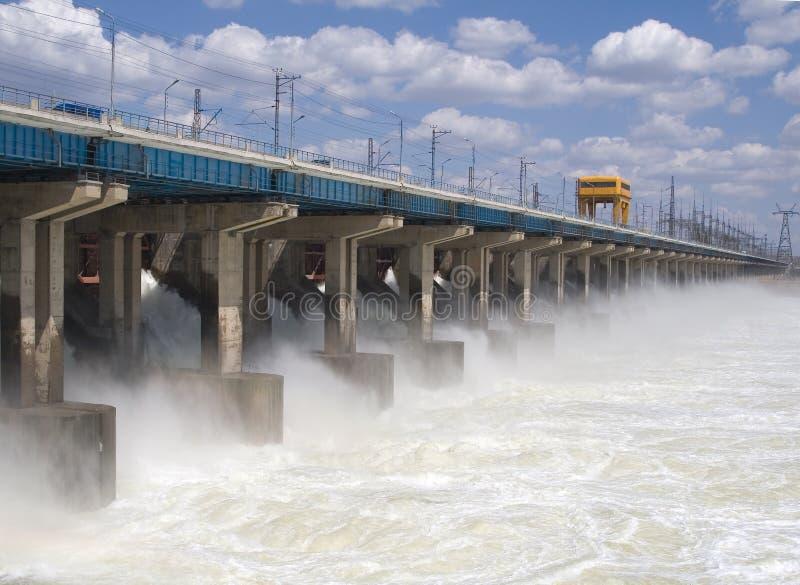 Het terugstellen van water bij waterkrachtcentrale royalty-vrije stock fotografie