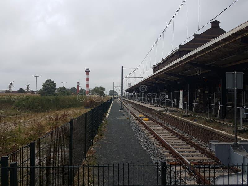 Het testen van het paneel van de vertrekinformatie in de bestelwagen Holland van posthoek waar de wederopbouw van trein aan metro stock foto